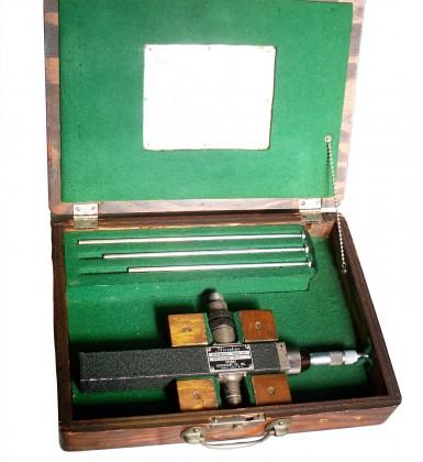 """Ondametro a risonanza """"Sperry Gyroscope"""" per frequenze comprese fra 700 e 3200 Mc/s. Anno 1940"""