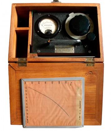 """Ondametro ad assorbimento """"Marelli"""" per frequenze comprese fra 21 e 270 Mc/s. Anno 1939"""