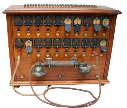 Centralina telefonica con 20 canali a commutazione manuale 4/4  XX° secolo