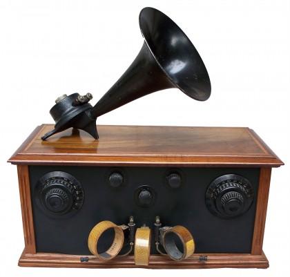 """Radio-ricevitore """"Gody""""  Francia 1924   con altoparlante a tromba ."""