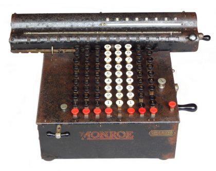 """Calcolatrice meccanica """"MONROE"""" (U.S.A.) 1° modello 1914 – 1919 peso Kg. 15"""