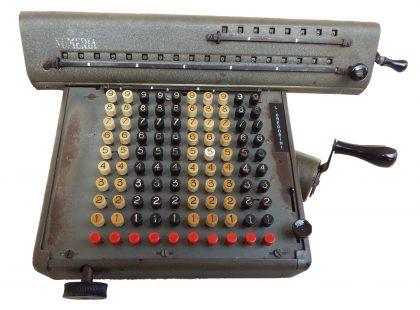 Calcolatrice meccanica ditta LAGOMARSINO – Milano. 1° modello 1937-1939