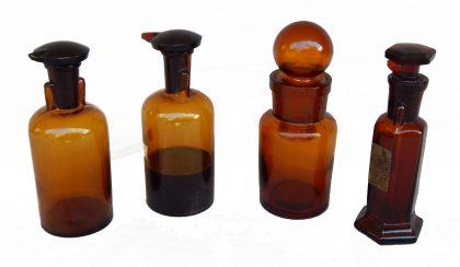 Flaconi di Farmacia in vetro scuro 2/4 XX secolo