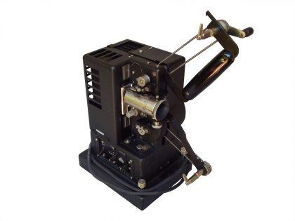 Proiettore 16 mm per cinema muto